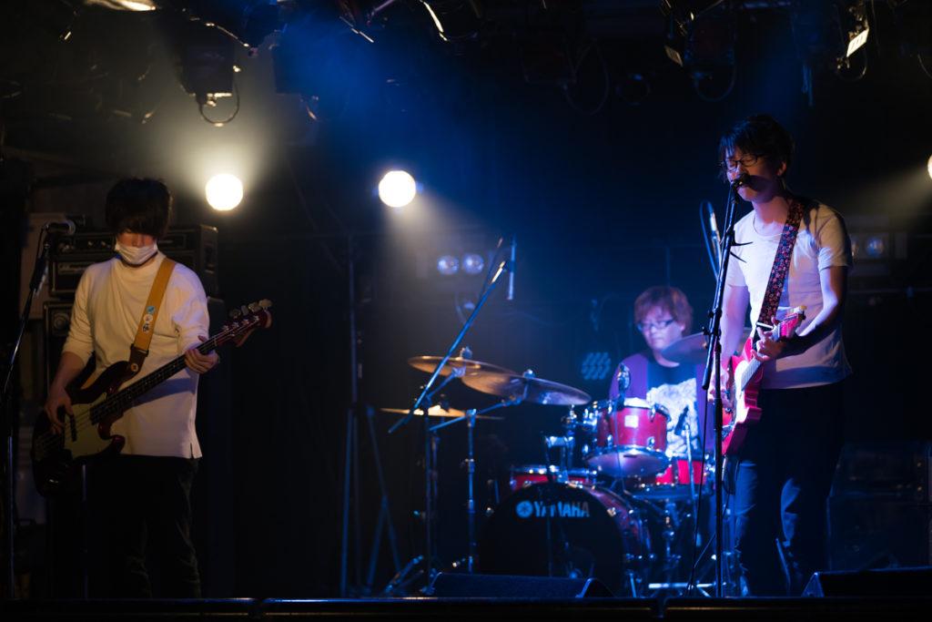 鴉 バンド