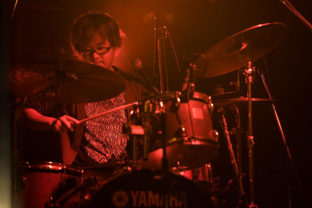 鴉 ドラム